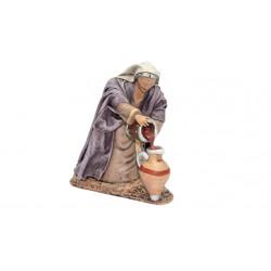 Pastora llenando ánfora de vino (95546-549) - 12 cm