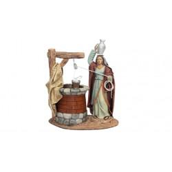 Samaritana con ánfora y pozo (95558-561) - 12 cm