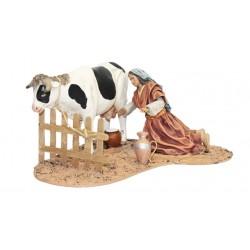 Pastora ordeñando vaca (95598-601) - 12 cm